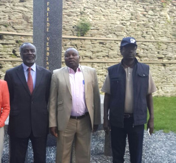 In this photo extended to Dabanga Sudan, JEM's Jibril Ibrahim, SLM leader Abel Wahid El Nur and SLM leader Minni Minawi pose for a picture at the Austrian Study Center for Peace and Conflict Resolution in Stadtschlaining, Austria, in May 2015.