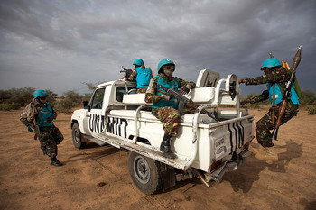 File photo: Unamid troops on patrol in Khor Abeche, South Darfur (Albert González Farran / Unamid)