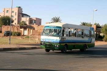 A city bus in Khartoum (schrattenkalk.com)