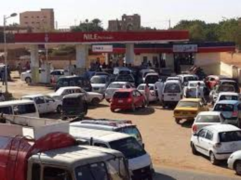 Lining up for fuel in Sudan (File photo)