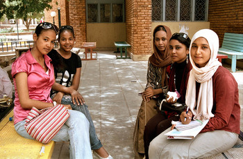 Sudanese students at El Ahfad University for Women (s1.zetaboards.com)