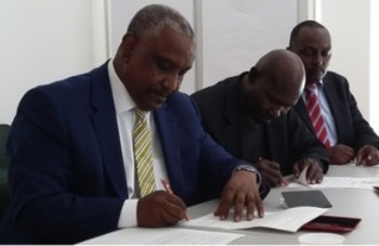 SPLM-N Secretary-General Yasir Arman signs the Deed of Commitment protecting Children in Armed Conflict in Geneva, 30 June 2015 (Geneva Call)