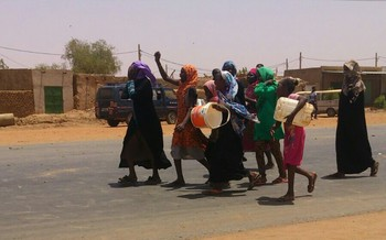 Women and girls protest against water cuts in Khartoum, July 2015 (RD)