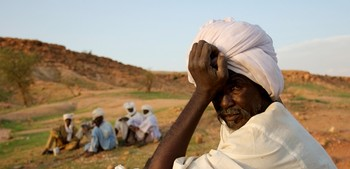 Waiting in Darfur (file photo)