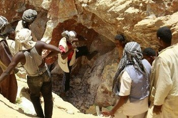 Gold miners in Sudan (File photo)