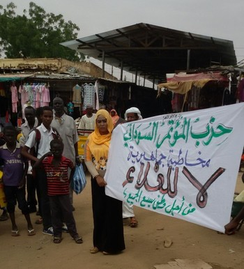 Activists of the Sudanese Congress Party stage a protest in Khartoum, 13 August 2015 (RD)