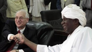 US Special Envoy Donald Booth poses for a picture with a Sudanese official in Khartoum on 14 September 2013 (africareview.com)