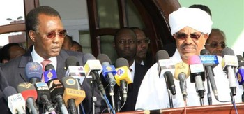 Presidents Omar Al Bashir (R) and Idris Deby address the opening session of the National Dialogue, 10 October 2015 (Sudan Vision Daily)