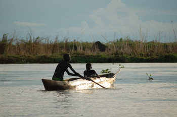 Setting nets on the Nile (file photo postconflict.unep.ch)