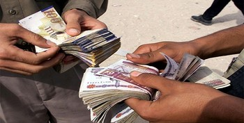 Currency traders in Khartoum (File photo)