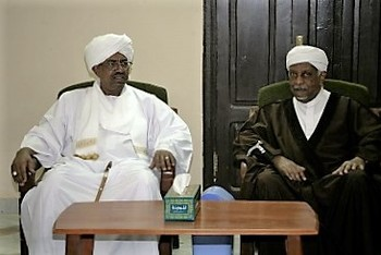 DUP leader Mohamed El Mirghani (R) and President Omar Al Bashir (L) meet in Khartoum 15 December 2013 (Suna)