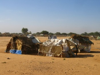 Shelters near Gireida, South Darfur (Robert Lankenau)