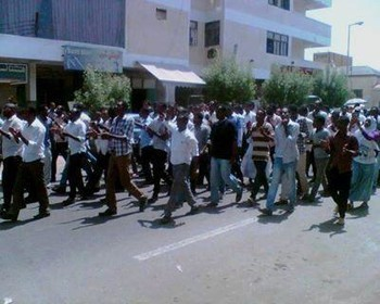 Street protest in Port Sudan against the lifting of fuel subsidies by the Sudanese government, September 2013 (Twitter)
