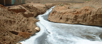 Raw sewage flowing to the White Nile in Khartoum (UNEP).