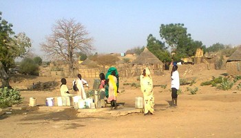 Collecting water with a hand pump in Blue Nile state (File photo)