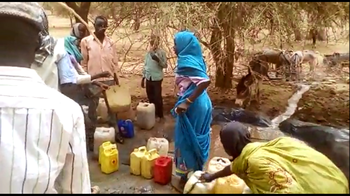 File photo: Collecting water in Darfur