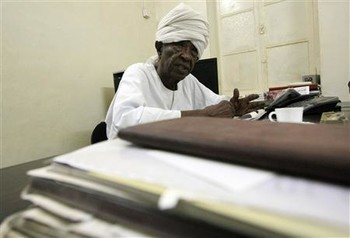 Mahjoub Mohamed Salih, founder and editor-in-chief of El Ayam newspaper, 4 June 2012 (Mohamed Nureldin Abdallah/Reuters)