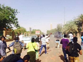 On 11 April 2016, a number of Khartoum University student protesters threw rocks at the police forces, which later used teargas to disperse them (RD)