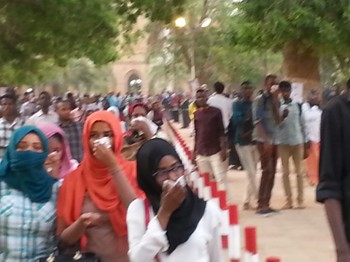 University of Khartoum students protest march to the Ministry of Higher Education on Wednesday 13 April, in protest of the relocation of faculties to outside the city. Security service and policemen used teargas against them (RD)