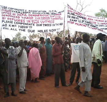 Protest in Unity state staged by refugees from Sudan's Nuba Mountains, against the plans of the UNHCR to relocate the residents of Yida camp, on 14 April 2016 (RD)
