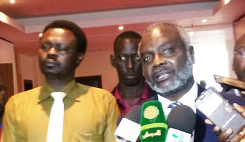 Minni Minawi (left) and Jibril Ibrahim (right) at a press conference (file photo)