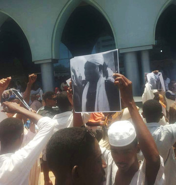 Umma Party affiliates and members during the protest against the ruling against two Umma Party members in front of the party headquarters in Khartoum on 5 September 2016 (RD)
