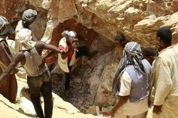 Workers in the Wad Bushara gold mine in eastern Sudan's El Gedaref, April 2013 (Mohamed Nureldin Abdallah/Reuters)