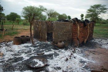 A house destroyed by bombing in El Azrag, South Kordofan, April 2016 (Nuba Reports)