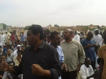 Former Sudanese Congress Party leader Ibrahim El Sheikh at a public rally, shortly before his detention, 7 November 2016 (RD)