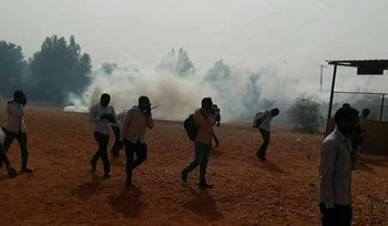 Students flee tear gas as Sudanese police break-up a protest (File photo)