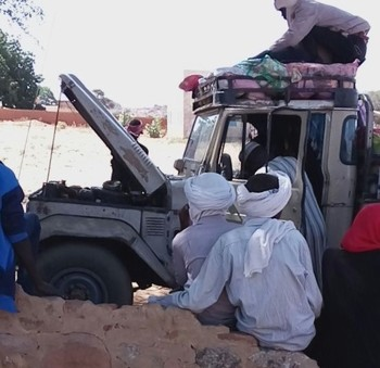 The passengers of a vehicle after having been robbed in Kutum, North Darfur (Archive photo: RD)