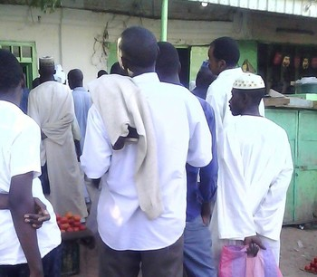 Queuing to buy bread in El Obeid, capital of North Kordofan, 7 January 2017 (RD)