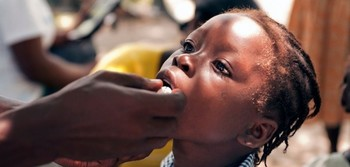 A girl receives oral cholera vaccine (borgenmagazine.com)