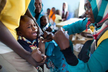 Child receives vaccination (File photo: Unicef Sudan)