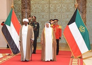 President Omar Al Bashir and the Emir of Kuweit, Sheikh Sabah Al Ahmed Jabir Al Sabah during a former visit (file photo)
