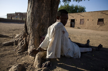 A mentall ill boy chained to a tree near a sufi shrine in Sudan (Swiatoslaw Wojtkowiak)