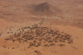 A settlement in the semi-desert north of El Fasher, capital of North Darfur (dianabuja.wordpress.com)