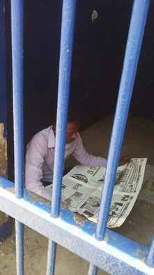 Journalist Mohamed El Amin Osheek in police cells in Sawakin (15 June 2017)