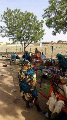 Cholera patients wait in the open in Babanusa, West Kordofan 14 June 2017 (RD Correspondent)