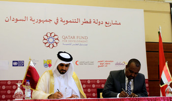 The signing ceremony between Sudan and the Qatari Fund for Development for the construction of model villages in Darfur, on 21 August in Khartoum (Suna)