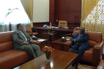 Vice-President Hassabo Mohamed Abdelrahman during the briefing on Sudan foreign relations with Foreign Minister Ibrahim Ghandour on 28 August (Suna)