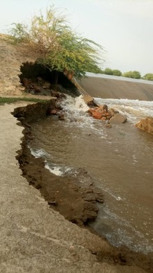 Damage to Al Aawar dam in Tindelti, White Nile state on Monday before it collapsed completely (RD)
