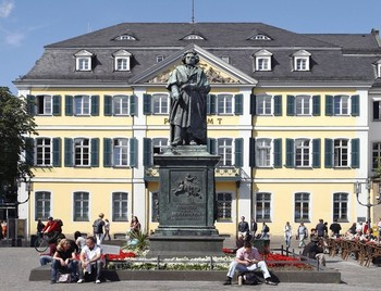 Statue of Beethoven in Bonn (NRW tourism)