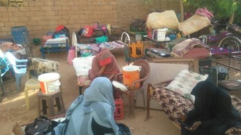 Women students evicted from dorm in Shambat complex, Khartoum, on 13 February 2018 (RD)