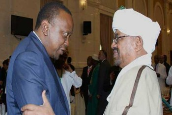 President Uhuru Kenyatta (L) congratulates President Omar Al Bashir after his inauguration in Khartoum in 2015 (standardmedia.co.ke)