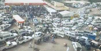 Queues in front of a Sudanese fuel station (file photo)