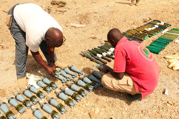 A team contracted by Unamid prepares to destroy UXO in Adarr, West Darfur (File photo: Matilda Moyo / Unamid)