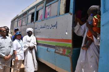 Sudanese refugees when they returned in El Tina, North Darfur, in a convoy from the refugee camps in eastern Chad. UNHCR, COR and GOS oversaw the process, on 16 April 2018 (UNHCR)