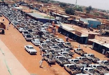 Lining up for fuel in Khartoum (file photo)