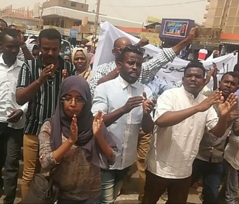 Journalists from the Sudanese Journalists Network demonstrate for freedom of press in March 2019 (RD)